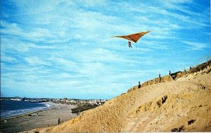 Dave Cronk flying his Cronkite at Torrance Beach in about 1971. Photo by W.A. Allen.