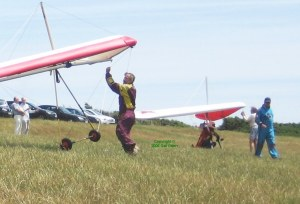 Hang gliders at take-off, Ringstead