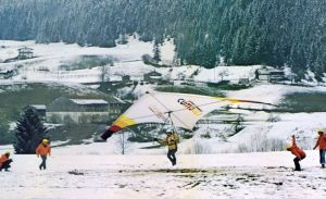 Dave Cronk becomes world hang gliding champion in Austria flying an Eipper Cumulus 4 in 1975