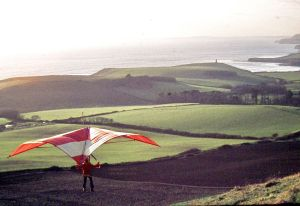 Roly flying his home-constructed Skyhook IIIA standard Rogallo at Kimmeridge in 1975