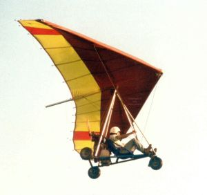 Roly flying a Southdown Sailwings Lightning with a trike power unit