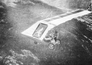 Pterodactyl powered ultralight in flight. Reprinted courtesy <em>Light Sport and Ultralight Flying</em> magazine.
