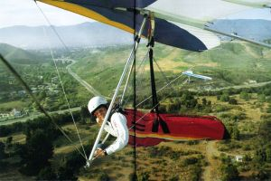 Ken de Russy and Fred Mellon flying hang gliders. Photo by Ken de Russy and Stephen Duke.