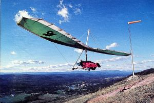 Mark Vaughn photo of an Airwave K5 hang glider launching