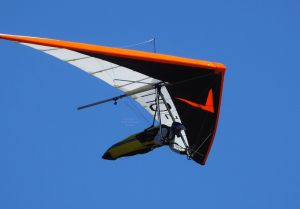 Simon Murphy flying an Avian Rio 2 hang glider in 2018