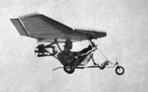 Steve Patmont in a powered Mitchell Wing in 1978. Reprinted courtesy Light Sport and Ultralight Flying magazine.