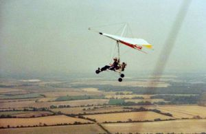 Tony Prentice flying a trike-powered Southdown Sailwings Sigma in 1981