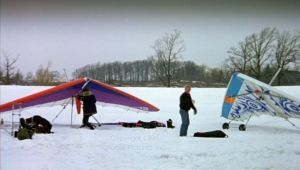 Hang gliders in Canadian movie When Night is Falling