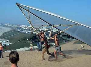 Launching a bamboo and polythene Rogallo Wingat Torrance Beach in 1971