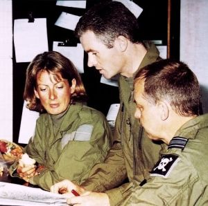 BHPA chair Harriet Pottinger fuels up (to put on weight) while being briefed by Hawk instructor and top hang glider pilot Flt.Lt. Gary Wirdnam and Sqn.Ldr. Pete Foster in 2001